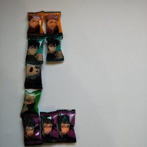 呪術廻戦ぷっちょ2レアシールはどれ?やっと見つけて3袋でレアは出なかった!!